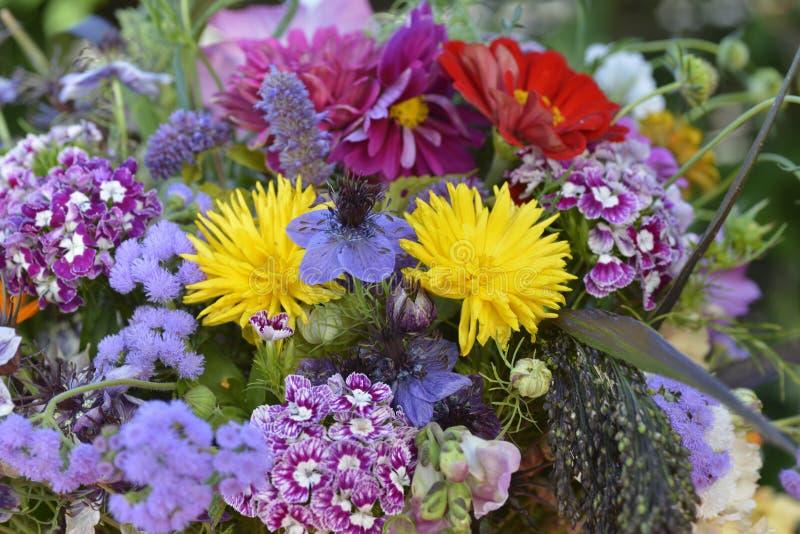 Mazzo Colourful di estate - alto vicino fotografie stock