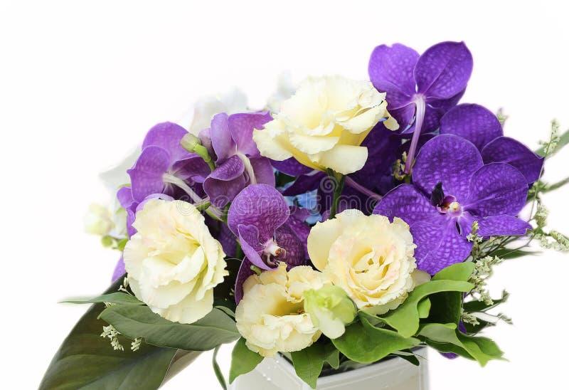 Mazzo con le orchidee bianche, rose, fiore dell'ortensia immagine stock libera da diritti