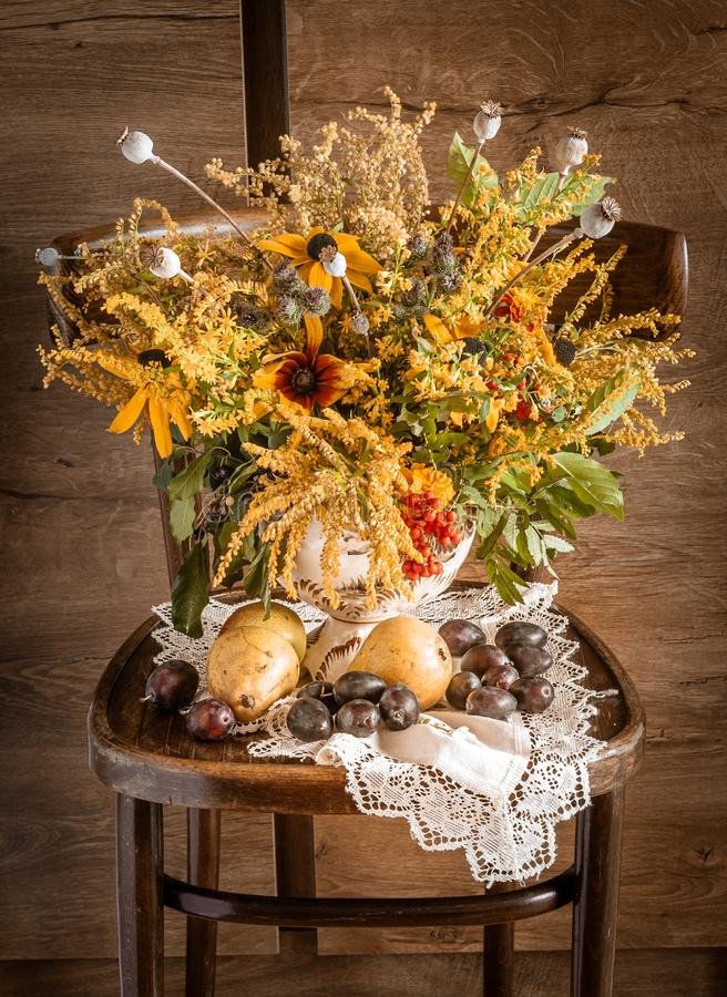 Mazzo dei fiori di estate in un retro Stylization fotografia stock libera da diritti