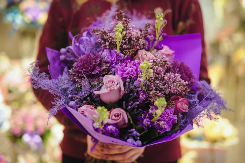 Mazzo dei fiori porpora differenti di colore immagine stock libera da diritti
