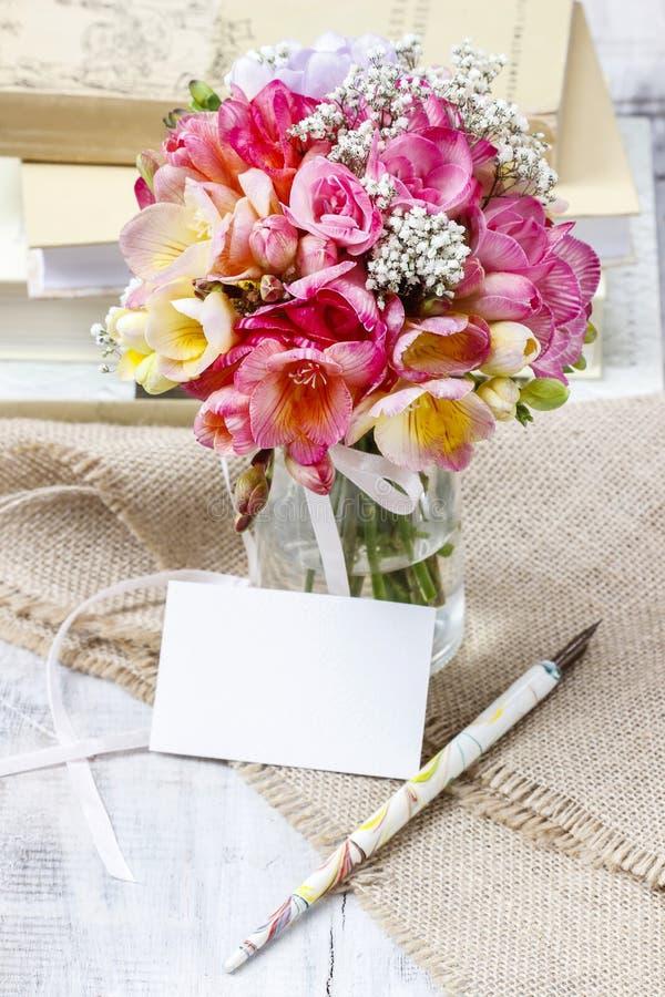 Mazzo dei fiori variopinti di fresia fotografie stock libere da diritti