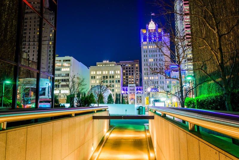 Mazzo dei grattacieli alla notte a Dallas, il Texas fotografia stock libera da diritti