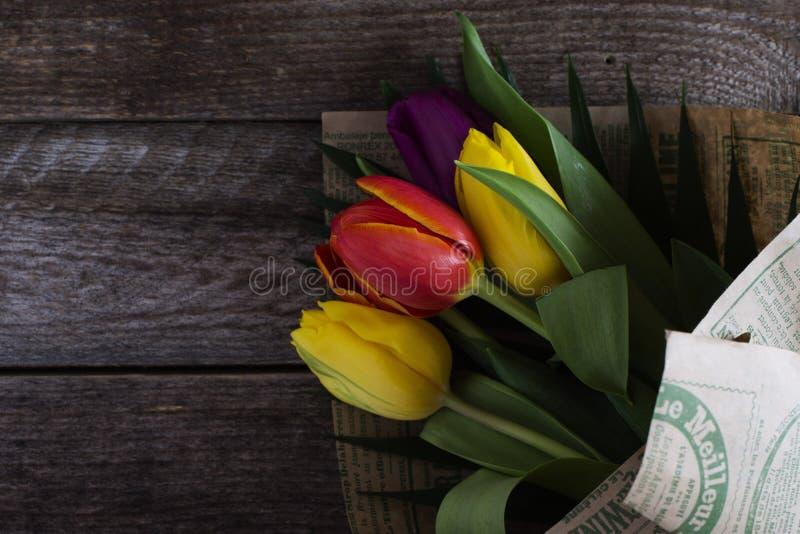Mazzo dei tulipani variopinti fotografie stock