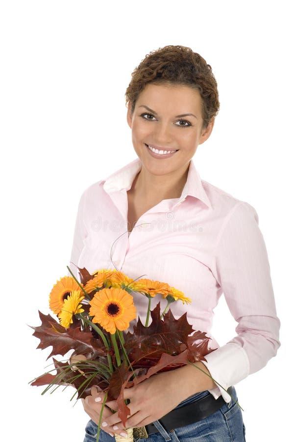 Mazzo della holding della donna di fiori fotografia stock libera da diritti