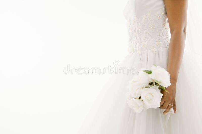 Mazzo della holding della sposa. fotografia stock