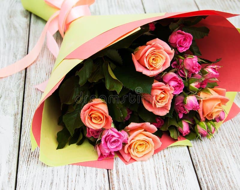 Mazzo delle rose dentellare fotografie stock