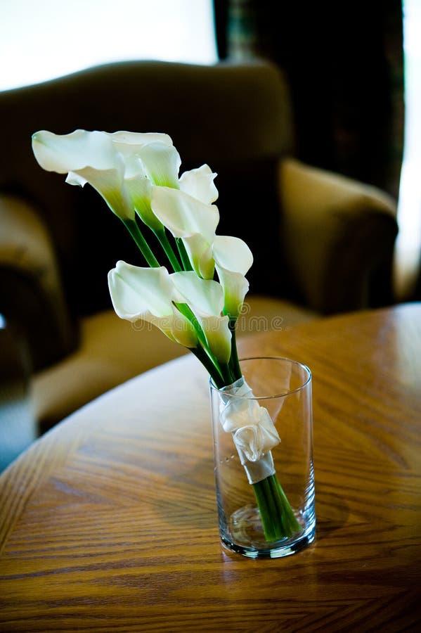 Mazzo di cerimonia nuziale all'interno del vaso libero fotografie stock libere da diritti