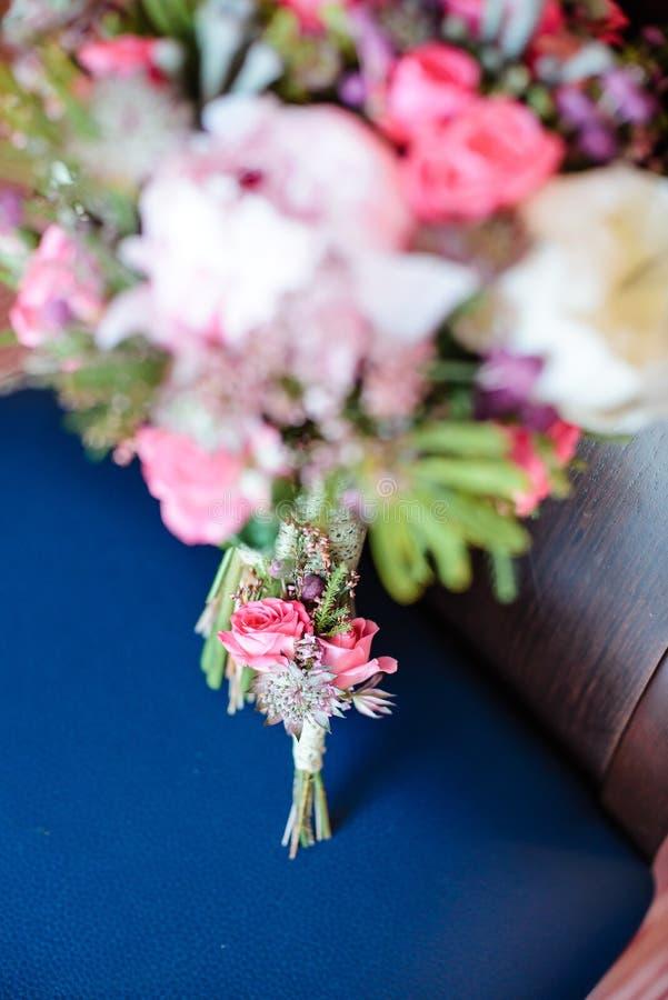 Mazzo di cerimonia nuziale con i fiori dentellare immagine stock libera da diritti