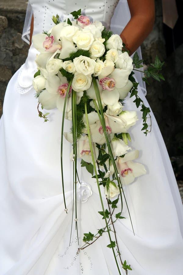 Mazzo di cerimonia nuziale dall'orchidea bianca immagini stock