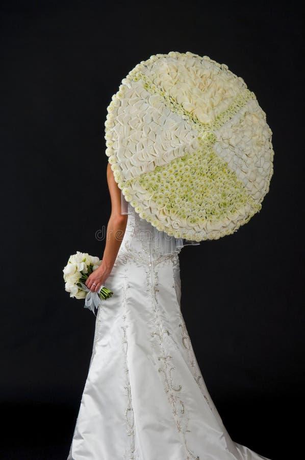 Mazzo di cerimonia nuziale e un ombrello floreale fotografia stock