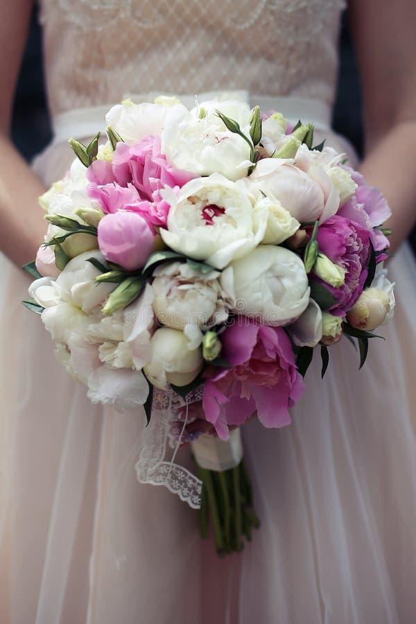 Mazzo di nozze di Gorgeuos in rosa e pesca fotografia stock