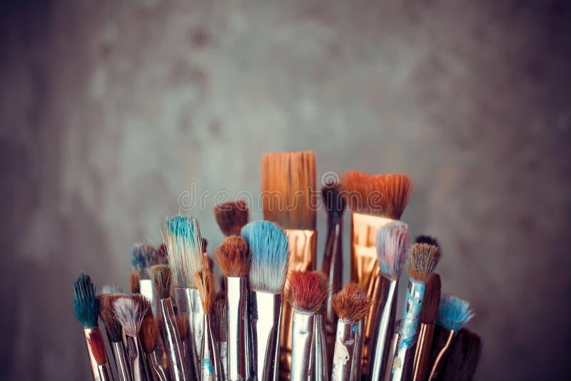 Mazzo di pennelli dell'artista immagine stock libera da diritti