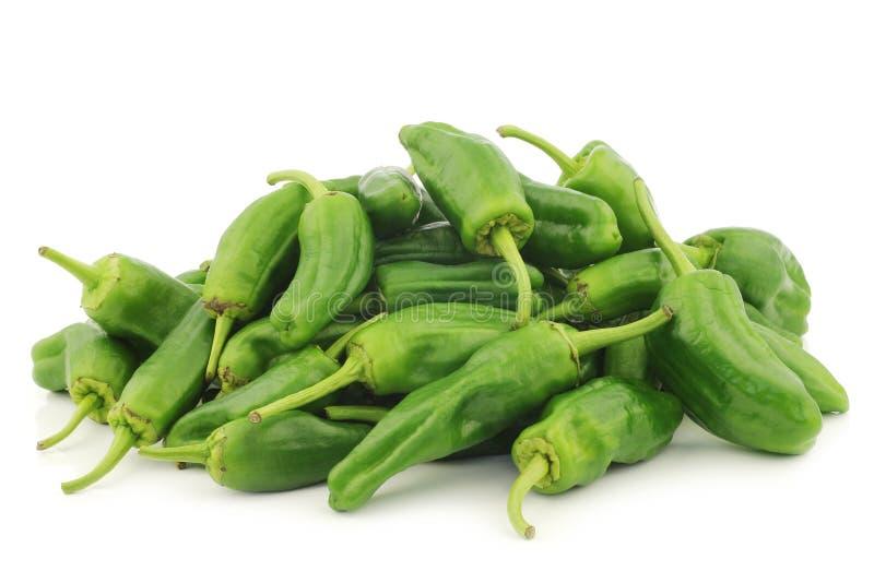 Mazzo di peperoni verdi freschi del jalapeno immagine stock