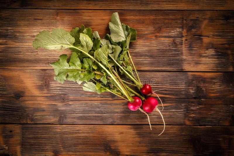 Mazzo di radishe fresco immagini stock