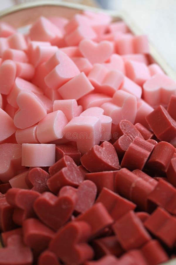 Mazzo di saponi profumati a forma di del piccolo cuore fotografie stock libere da diritti