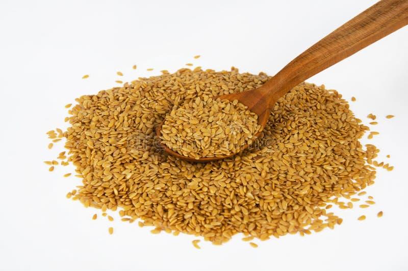 Mazzo di semi di lino dorati fotografia stock