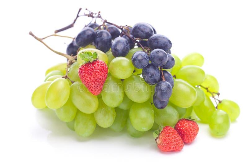 Mazzo di uva bianca e nera immagini stock