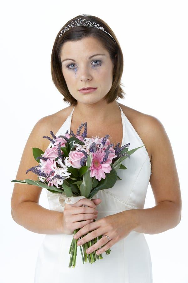 Mazzo e gridare della holding della sposa immagini stock