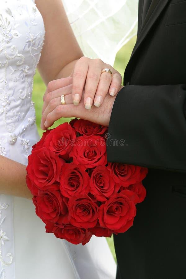 Mazzo ed anelli di cerimonia nuziale immagine stock libera da diritti