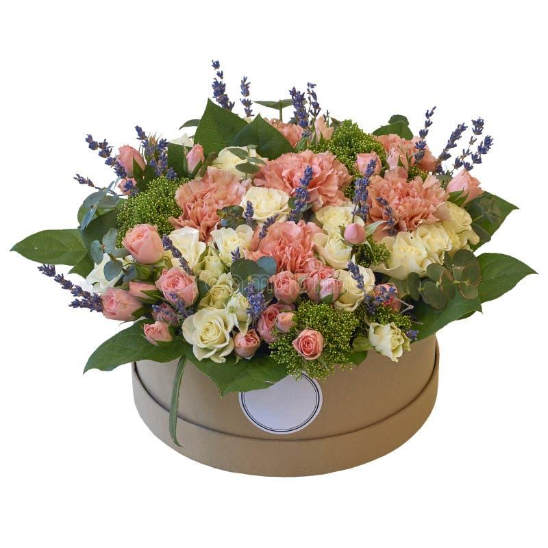 Mazzo festivo dei fiori in un bello pacchetto immagine stock