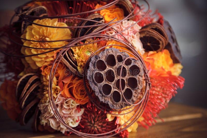 Mazzo insolito per nozze di autunno fotografia stock