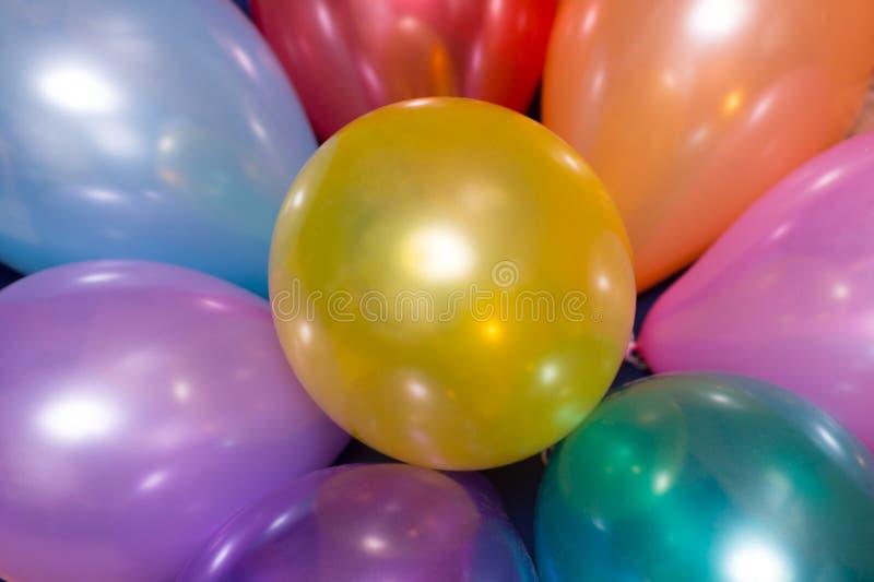 Mazzo luminoso di palloni variopinti fotografie stock libere da diritti