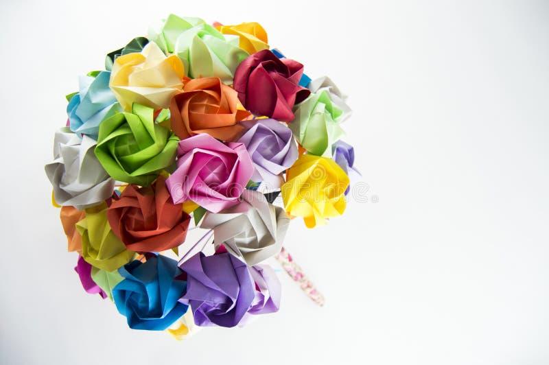 Mazzo variopinto del fiore di origami su fondo bianco fotografia stock libera da diritti
