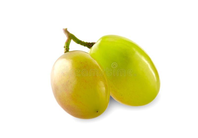 Mazzo verde dell'uva isolato sul ritaglio bianco del fondo fotografia stock libera da diritti