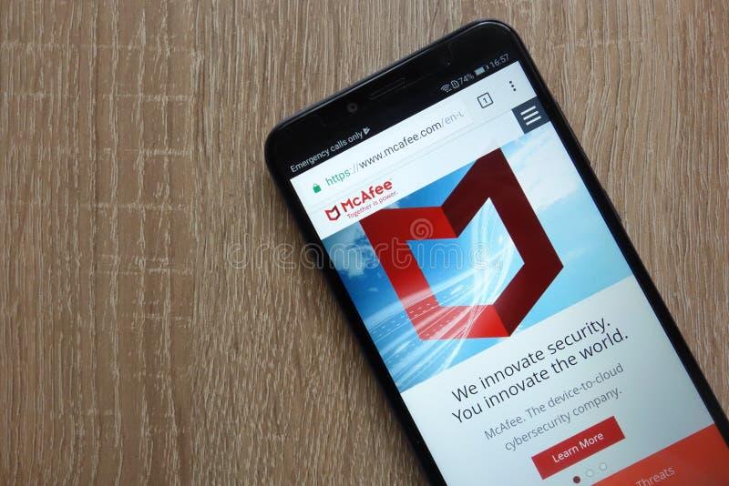 McAfee-Website angezeigt auf einem modernen Smartphone lizenzfreie stockbilder