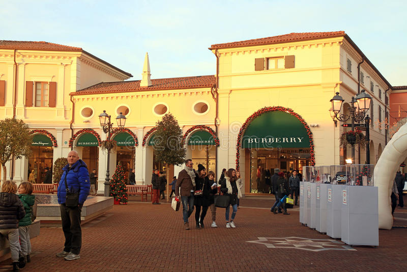 McArthurGlen-Designer Outlet in Noventa di Piave nahe Venedig, es stockbilder