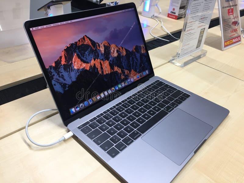 McBook赞成计算机膝上型计算机 免版税库存照片