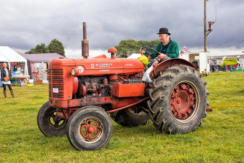 McCormick - Deering toppen BWD 6 traktor royaltyfri bild