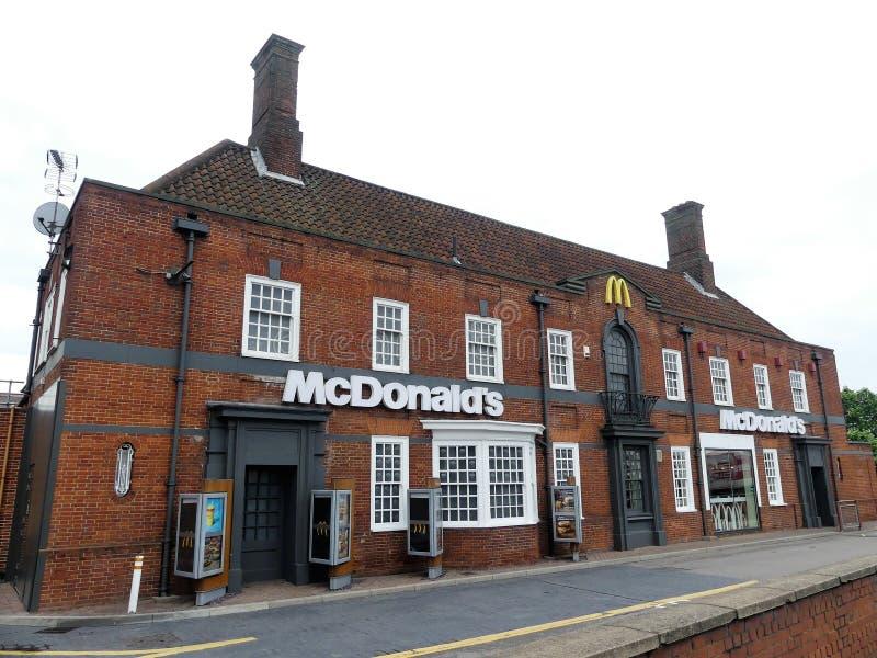 Mcdonald restaurang på Brent Park, 139 norr rund väg, London arkivfoton