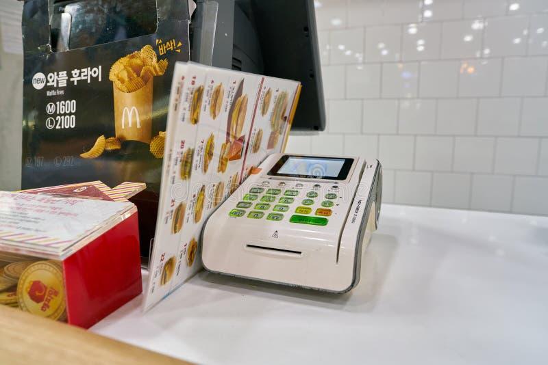 Mcdonaldrestaurant stock afbeeldingen