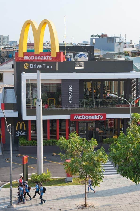 McDonalds em Saigon foto de stock royalty free