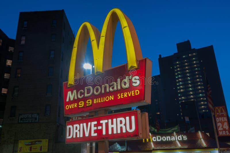 McDonalds restaurang - NYC royaltyfri bild