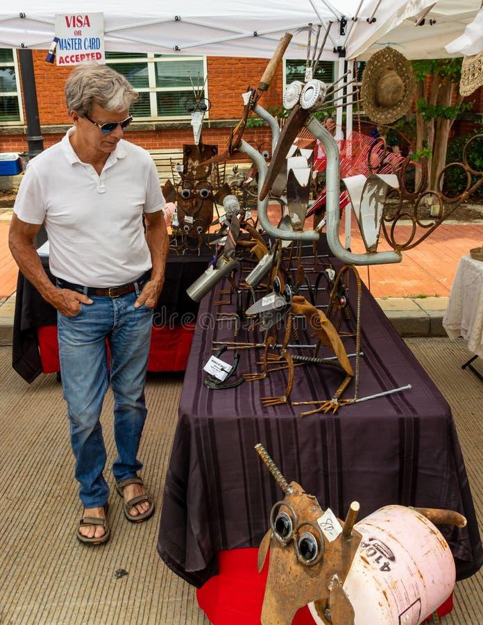 2019 McDonough, Georgia Geranium Festival - shopping för konst arkivfoton