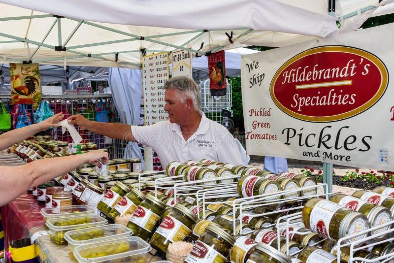 2019 McDonough, Georgia Geranium Festival - vendendo salmouras fotografia de stock
