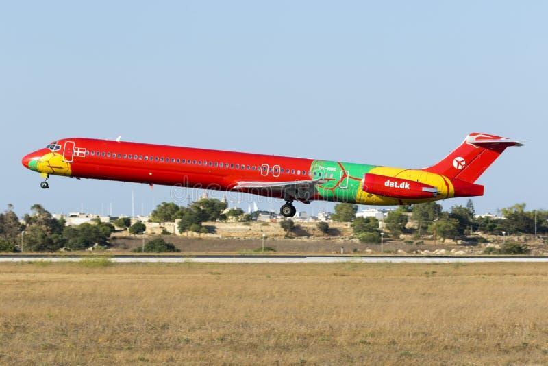 MD-83 в очень красочной ливрее стоковые изображения
