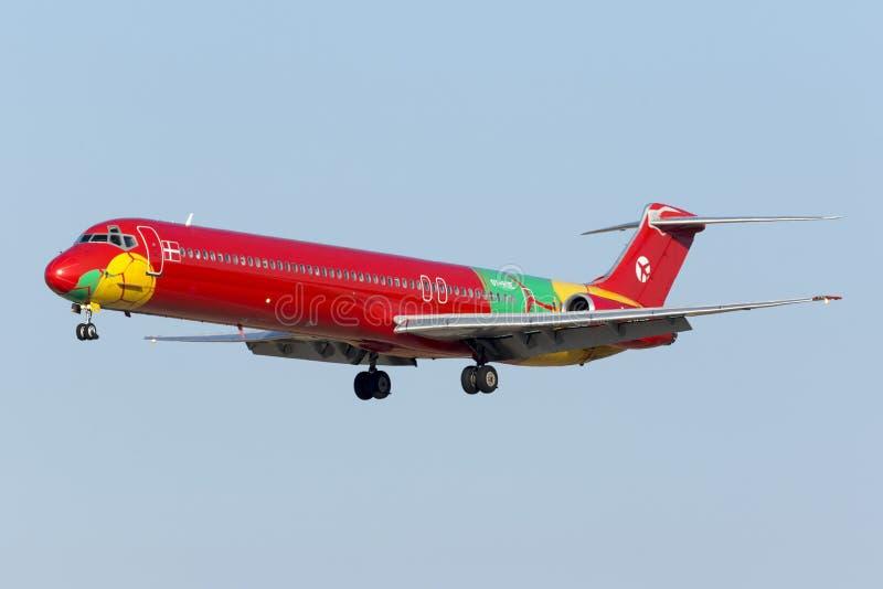 MD-83 в очень красочной ливрее стоковое изображение