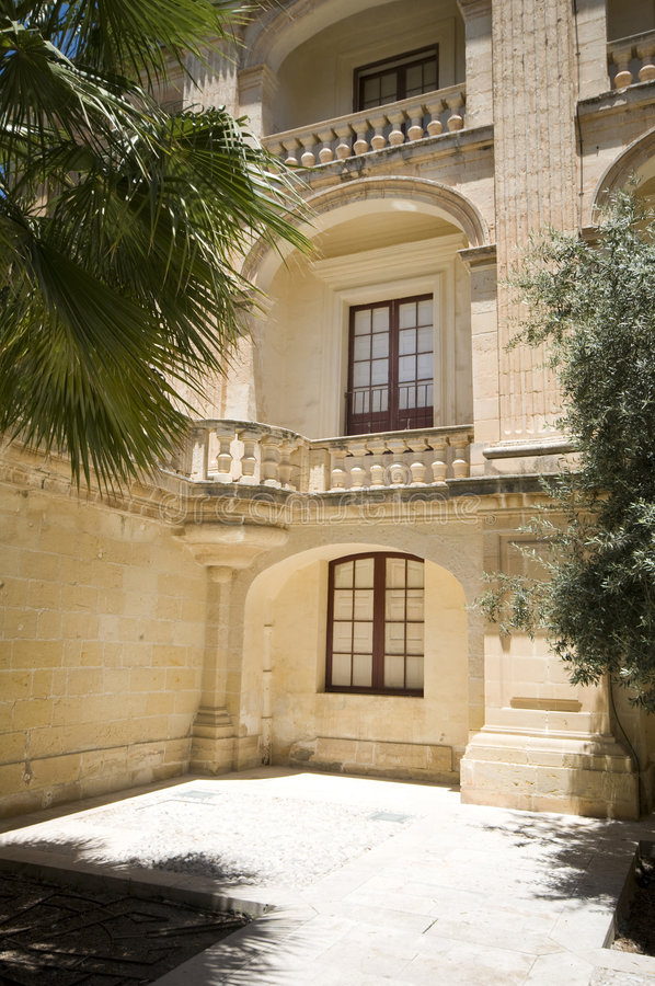Mdina interno Malta del palazzo di vilhena del cortile immagine stock libera da diritti