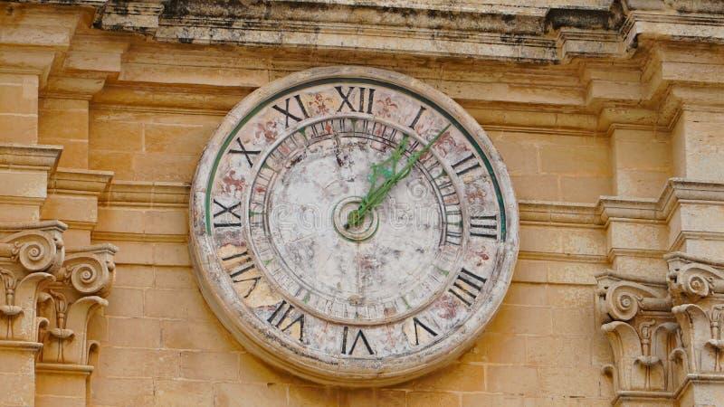 Mdina - MALTA Astronomisk klocka av domkyrkan för St Paul ` s i den Mdina staden Mdina är den turist- destinationen för populer i fotografering för bildbyråer