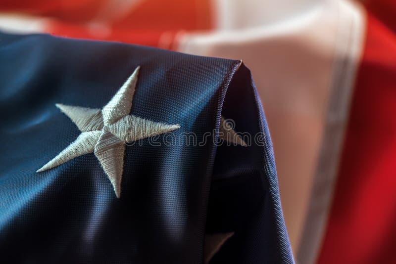4?me du concept de juillet avec le drapeau am?ricain chiffonn? images libres de droits