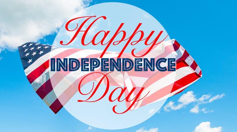 4?me heureux du Jour de la D?claration d'Ind?pendance de juillet Drapeau américain à l'arrière-plan bleu images stock