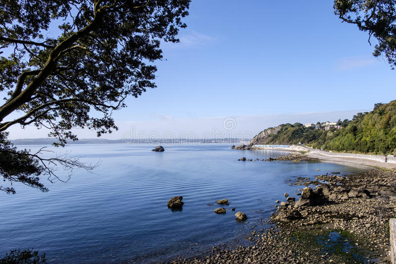 Meadfoot-Buchtküstenlinie stockfotografie
