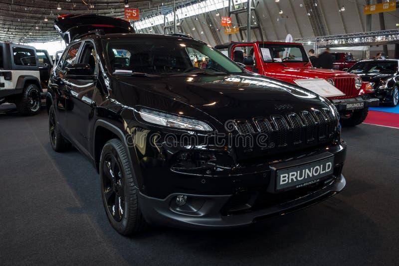 Meados de-tamanho SUV luxuoso Jeep Grand Cherokee, 2017 imagens de stock
