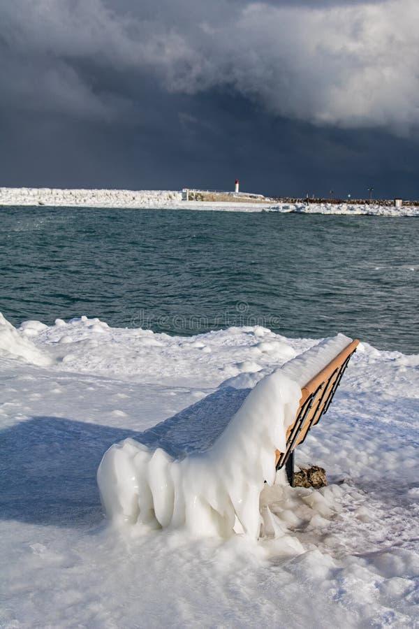 Meaford, Ontario, Kanada-Ufergegend bedeckte im starken Eis stockbild