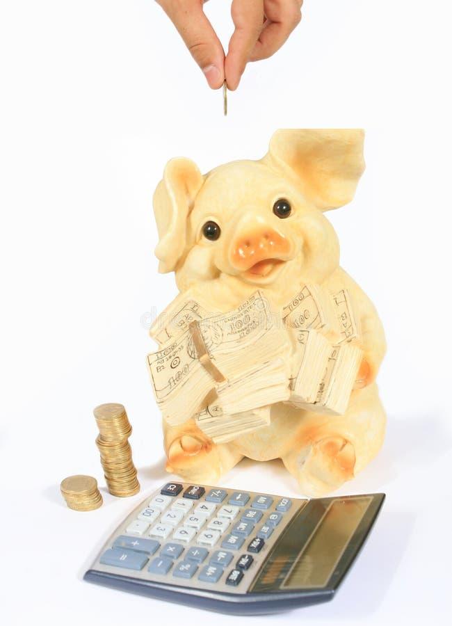 Mealheiro, calculadora e dinheiro imagem de stock