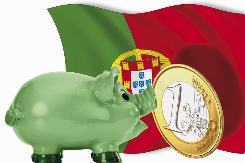 Mealheiro com a 1 euro- moeda e a bandeira portuguesa imagens de stock
