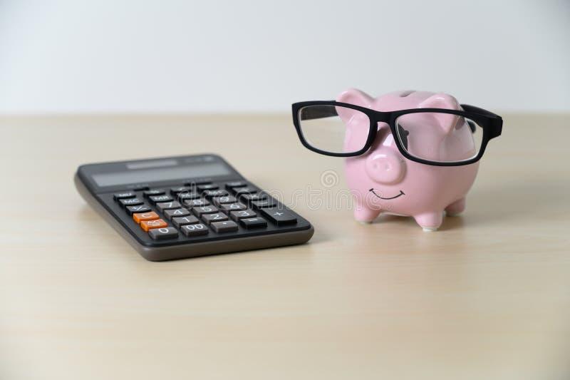 Mealheiro financeiro do seguro com plano de aposenta??o e pens?o da calculadora imagem de stock royalty free
